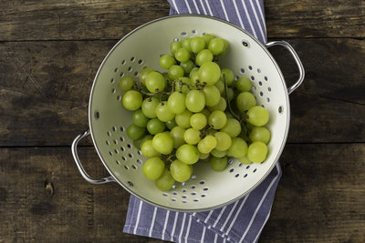 Thumb 400 various farms organic seedless grapes lb