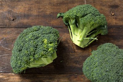 Thumb 400 various farms organic broccoli crowns lb